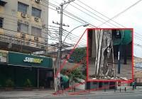 O poste vai cair! A Subprefeitura e a Light, estão esperando o que?